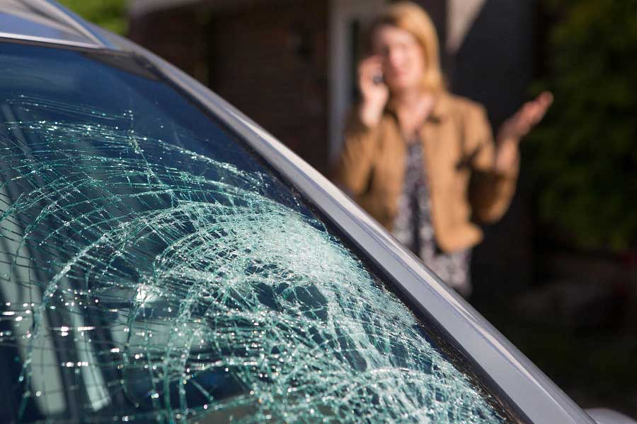 When-to-Repair-or-Replace-a-CrackedDamaged-windscreen