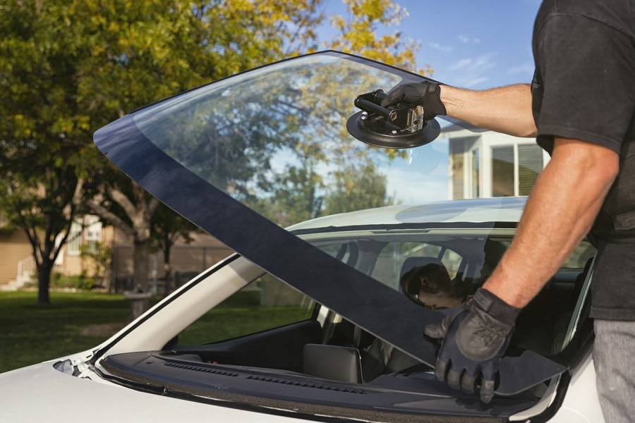 Advantages of Mobile Car windshield Service in London